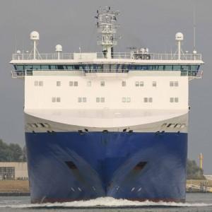 ship-head-on